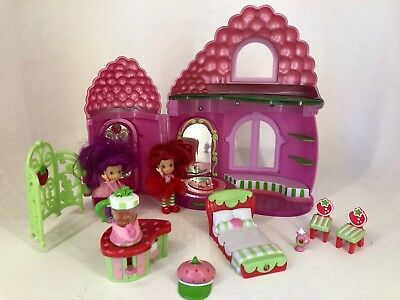 Strawberry Shortcake - Playset, Dolls and Accessories Lot 1