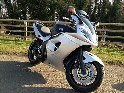 TRIUMPH SPRINT 1050 ST - with sensible extras