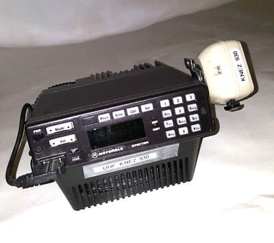 Motorola Spectra  UHF Radio with Microphone Base Tray and Speaker
