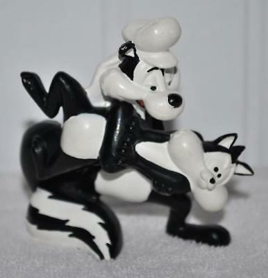 1995 Warner Bros. Looney Tunes  Pepe Le Pew Skunk & Penelope Cat PVC figure