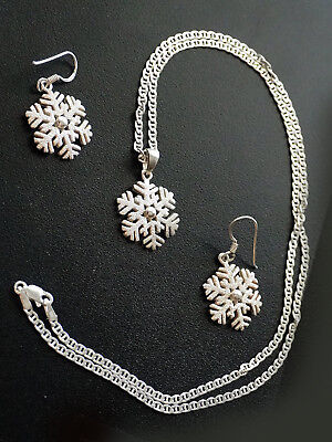 Ready For The Holidays? Sterling Silver Snowflake Necklace & Earring Set Excllnt