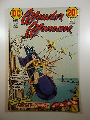 "Wonder Woman #205 ""Target Wonder Woman!"" Solid VG Condition!!"