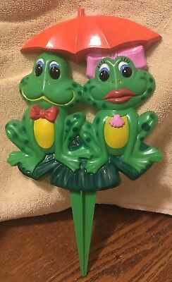 Vintage 1985 Art line Inc Frogs bow tie bow umbrella plant stake No.6339 China