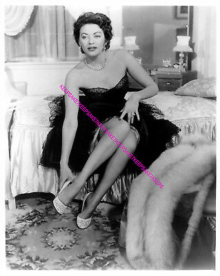 ACTRESS YVONNE DE CARLO REMOVING HER SHOE UPSKIRT LEGGY 8x10 PHOTO A-YD5