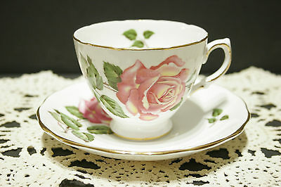 Royal Vale by Ridgway Bone China Tea Cup and Saucer Roses Pattern 8229   MINT!