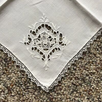Four Beautiful Vintage Dinner Napkins With Lace Edging And Eyelet Embroidery.