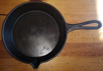 Antique Gate Marked Cast Iron Skillet - Number 7 - Rare - Single Side Pour Spout