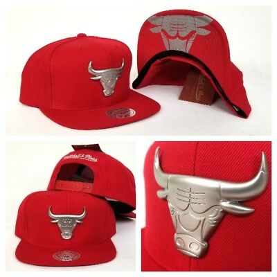 Mitchell & Ness NBA Silver Metal Badge Logo Chicago Bulls snapback Hat Cap