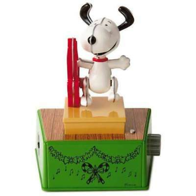 Hallmark 2017 Peanuts Christmas Dance Party SNOOPY Retro Music & Motion NEW