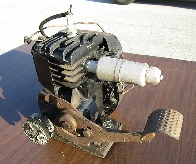 Vintage Briggs And Stratton WMB Kick Start Engine Motor  For Parts or Repair