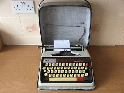 Vintage 1960s-70s Brother Deluxe 1350 Typewriter w/Case Automatic Repeat Spacer