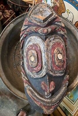 Papua New Guinea Mask Indabu Antique  made of wood.