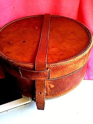VINTAGE   LEATHER COLLAR BOX with 5 detachable collars ( my box 10)