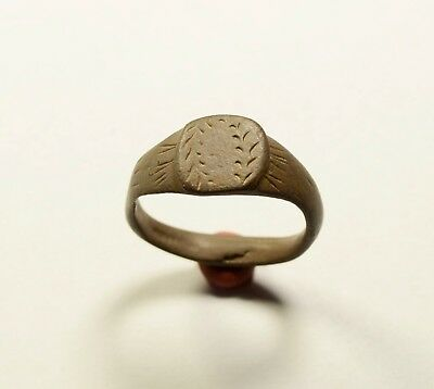 Very Nice Roman Bronze Ring With Floral Motif On Bezel - Wearable