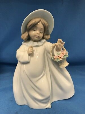 "Retired Lladro #6684 ""dreams"" Little Girl Figurine By Jose Puche - 7.5"" X 5.5"""