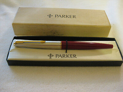 VINTAGE NEW OLD STOCK PARKER 45 SPECIAL FOUNTAIN PEN IN RED w/14K Nib