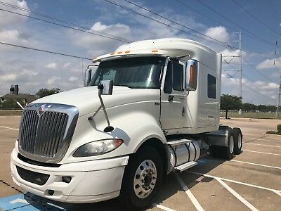 2013 White! MAXXFORCE PROSTAR SLEEPER SEMI