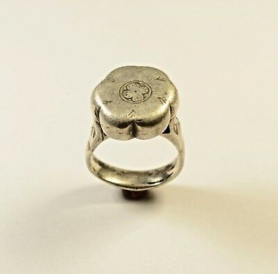 HUGE ANCIENT ROMAN SILVER RING WITH DECORATED BEZEL - WEARABLE 27 grams.