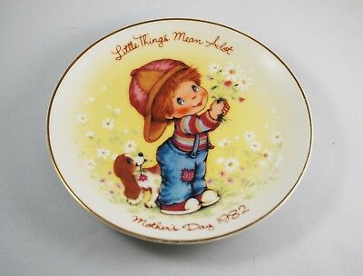 "Avon Porcelain Mother's Day Plate 1982 ""Little Things"""