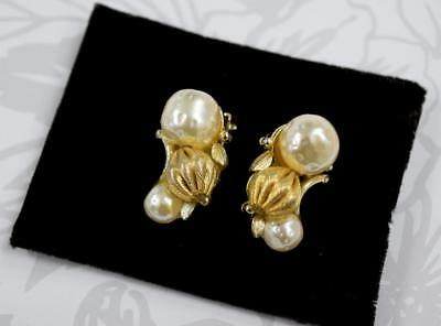 Vintage LISNER Faux Pearls Earrings Clip on