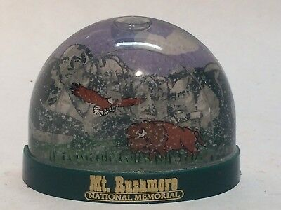 Mount Rushmore National Monument Souvenir Snow Globe Refrigerator Magnet