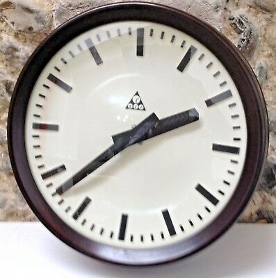 Large industrial modernist electric clock (PRAGATRON)