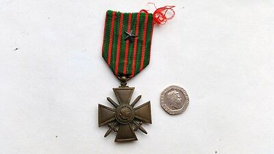 WWI military medal Croix de Guerre bronze cross 1914/1918 with star on ribbon.
