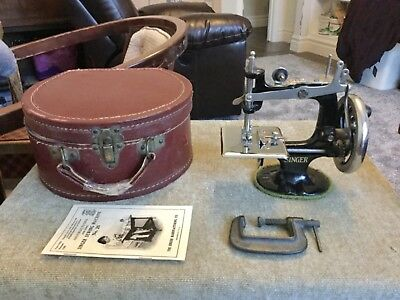 Nice Rare 1920 Antique Vintage Singer 20 Toy Sewing Machine & Case Small Child