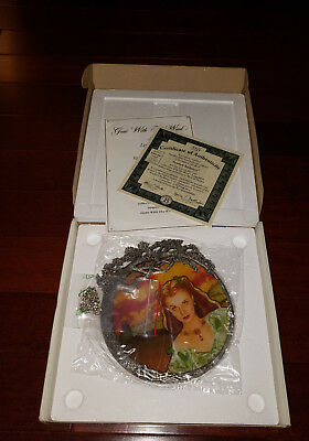 The Bradford Exchange Gone with the Wind Scarlett Radiance Stained Glass Plate