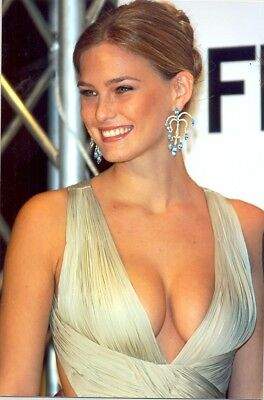Bar Rafaeli - Gorgeous Face With Great Cleavage !!!!!
