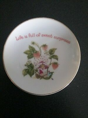 Strawberry Shortcake Collectable Plate..hanging hook on back for wall display