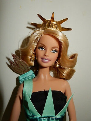 Barbie Collector Statue of Liberty / Freiheitsstatue.Dolls of the World. 2009