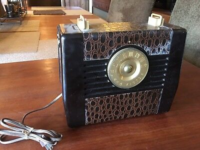 Beautiful Vintage RCA Victor Portable Radio With Faux Alligator- Parts or Repair