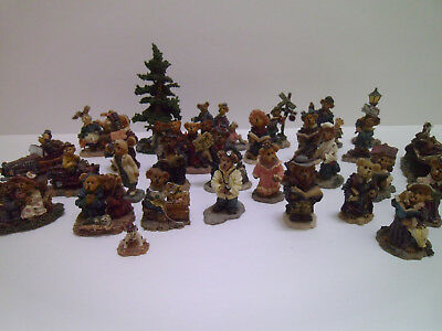 Lot of 29 Boyds Town Village Pieces by The Boyds Company / Boyds Bears - Cute!