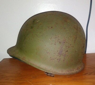 Vintage US.  WW2 M1 helmet. Swivel bale.  Rear seam helmet