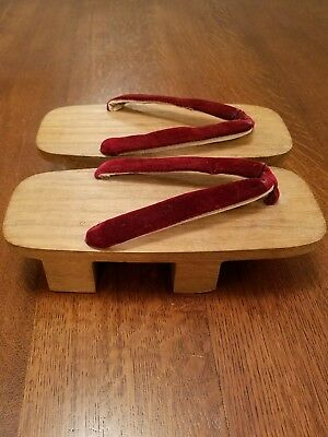 273aad02465f5 VINTAGE JAPANESE TRADITIONAL Kiri Wood Geta Sandals Clogs Velvet Straps