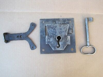 Antique Hand Forged Iron Door Lock Latch And Key - Barn Gate Castle B9607