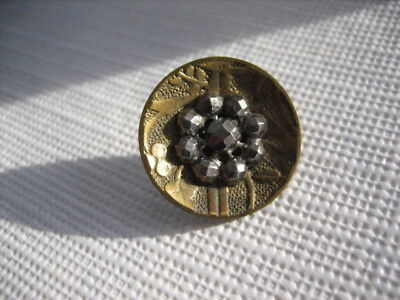 "Vintage Small 11/16"" Plant Life Background Brass Metal Button w Cut Steels - M25"
