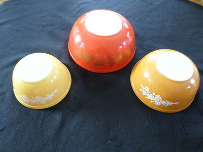 Hard To Find Pretty Vintage Pyrex Nesting Mixing Bowls