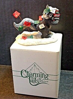 Charming Tails Figurine Stewart Skunk Airmail Silvestri 87698 Winter Christmas