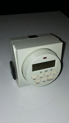 Clock operated switch - Digital timer with 3 prong outlets