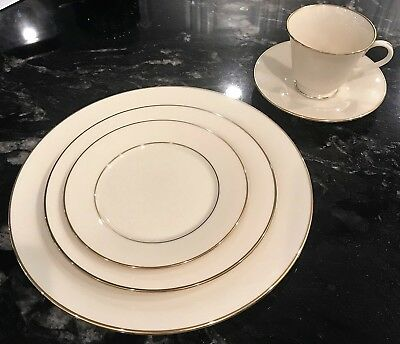 Lenox:  Hayworth 5-piece Place Setting, Ivory and Gold China