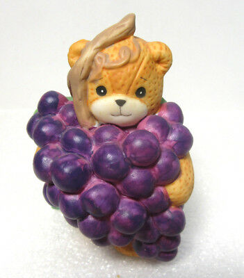 Lucy & Me ~ Bundle Bunch of Grapes on a Vine Leaf ~ Enesco Figurine