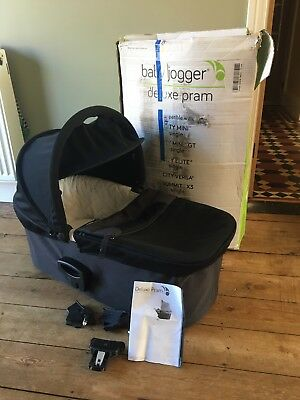 Baby Jogger Deluxe Carrycot / Bassinet with Sunshade
