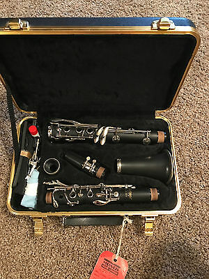 Selmer CL 301 Clarinet in hard case
