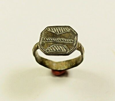 Perfect Roman Bronze Ring With Decorated Bezel - Cleaned / Great Condition