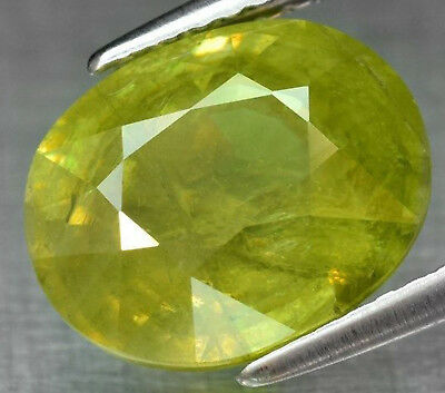4.74 Ct 11x9mm Ovalado Natural Amarillento Verde Esfena, Arcoiris Flash