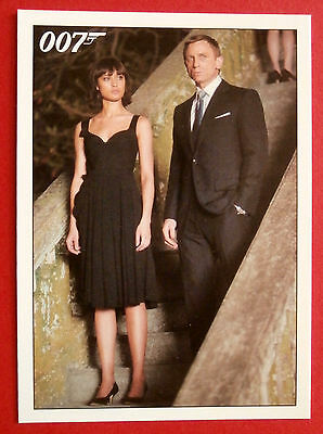 JAMES BOND - Quantum of Solace - Card #052 - Bond Once Again Rescues Camille