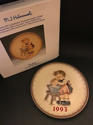 "MJ Hummel Goebel 1993 Annual Plate in Bas Relief ""Doll Bath"" with Box"