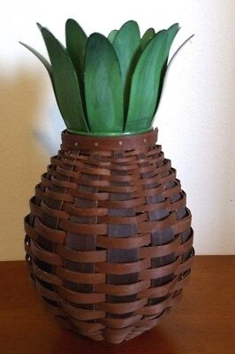 LONGABERGER 2011 Collector's Club PINEAPPLE BASKET W/TOPPER
